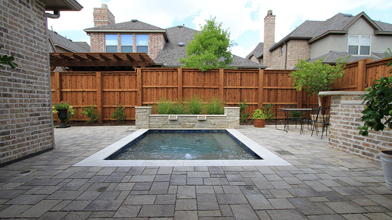 Backyard Swimming Pool & Dinning Area