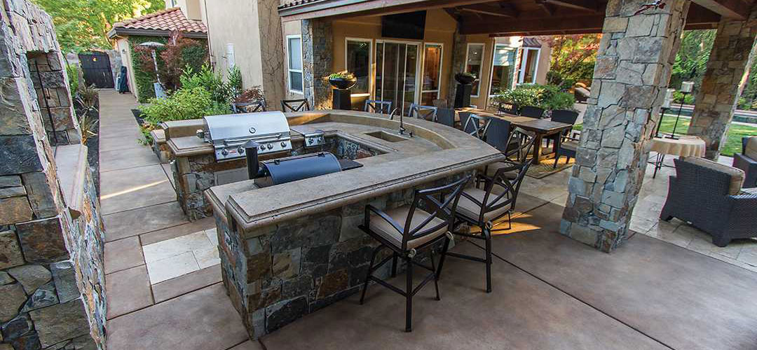 Outdoor Kitchens & Grill