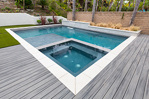 Gunite Rectangle Shape Swimming Pool with Dark Green Water Color