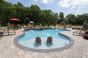 Gunite Free Form Shape Swimming Pool with Light Gray Water Color