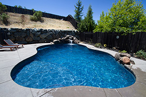 Gunite Free Form Shape Swimming Pool with Dark Blue Water Color