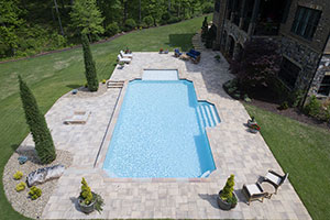 Gunite Grecian Shape Swimming Pool with Light Blue Water Color