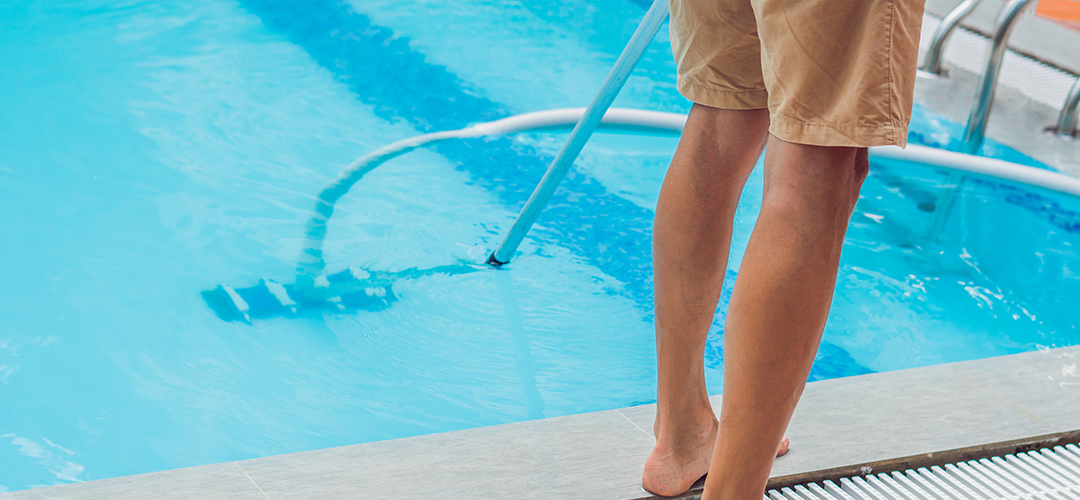 Swimming Pool Vacuuming Cleaner