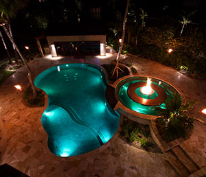 Cabaret – Island Vibes Pool, Fire Feature in Center of Hot Tub.