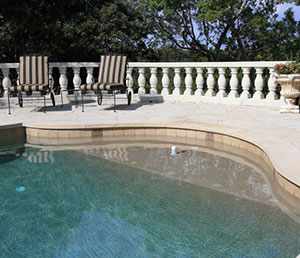 Classic – Roman Shaped Pool End with Cream Colored Coping
