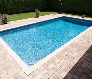 Classic – Rectangular Pool with Simple Corner Steps Edged with Tile